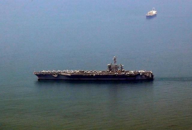 Hình ảnh tàu USS Carl Vinson neo đậu ngoài khơi Đà Nẵng, Việt Nam (Ảnh: Reuters)