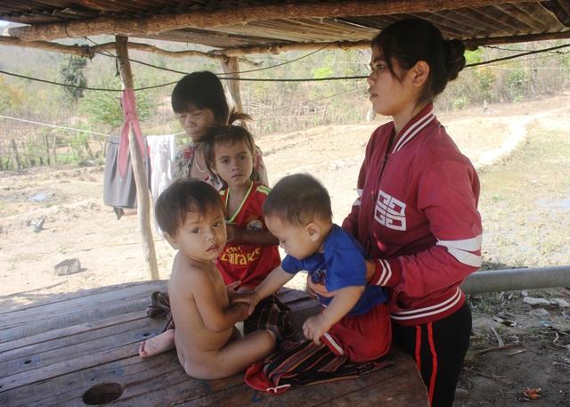 Bé Thương được gia đình bà Huynh đùm bọc yêu thương như những đứa con khác trong gia đình.