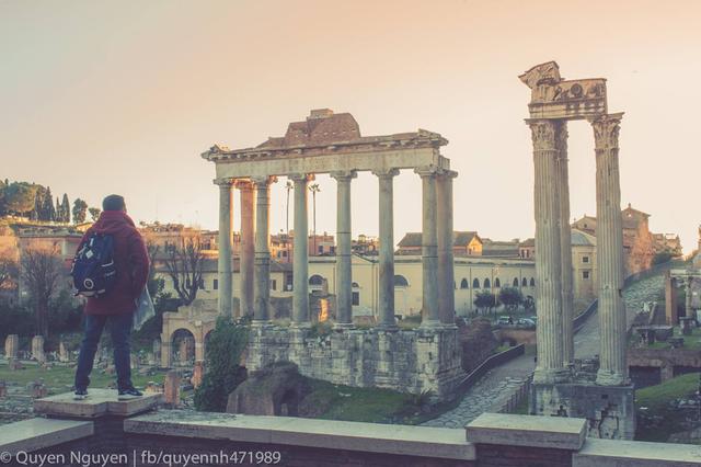 Roma được xếp thứ 11 trong những thành phố có nhiều du khách viếng thăm nhất thế giới, Thành phố Roma là một trong những thương hiệu thành phố thành công nhất tại châu Âu và trên toàn thế giới, cả về danh tiếng lẫn tài sản. Khu trung tâm mang tính lịch sử của Roma được UNESCO công nhận là Di sản Thế giới. Những di tích và bảo tàng như Bảo tàng Vatican và đấu trường La Mã đều nằm trong danh sách 50 điểm du lịch được viếng thăm nhiều nhất thế giới