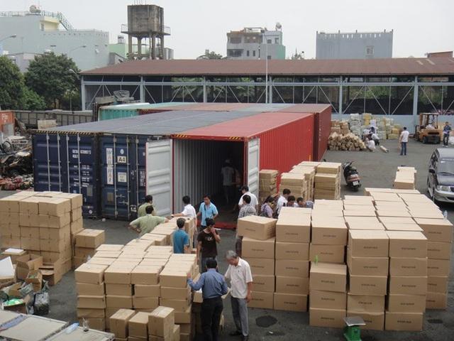 Hàng trong 213 container mất tích đều là hàng điện tử đã qua sử dụng (máy giặt, máy lạnh, thùng loa... hàng trong danh mục cấm nhập về Việt Nam.