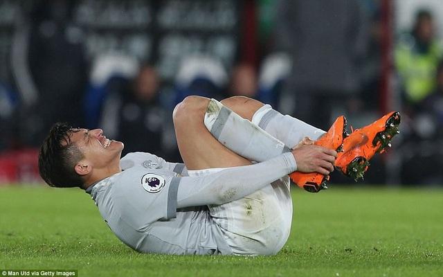 Sanchez bị cầu thủ của đối phương phạm lỗi, anh thi đấu khá âm thầm, dù chưa ghi bàn nhưng tiền đạo người Chile vẫn đóng góp lớn vào lối chơi chung của MU