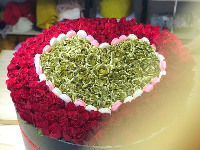 Hộp hoa có giá trị khủng là món quà thể hiện tình yêu của 1 đại gia