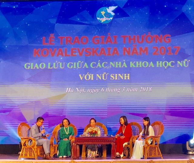 Cuộc giao lưu giữa các nhà khoa học nữ được nhận Giải thưởng Kovalevskaia và các nữ sinh viên xuất sắc các ngành khoa học tự nhiên