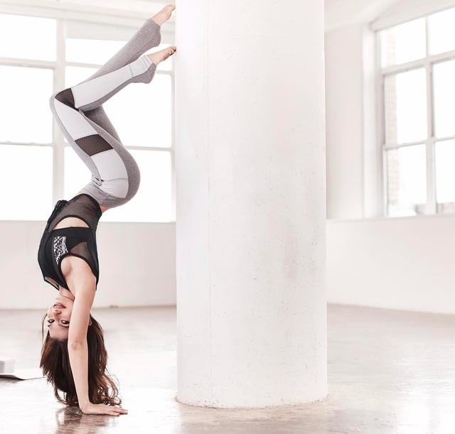 """""""Nữ hoàng yoga"""" Hilaria Baldwin mang thai lần bốn - 10"""