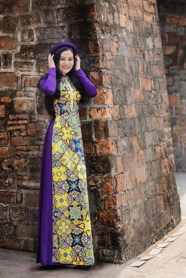 Hoa hậu Trần Huyền Nhung ngọt dịu dàng sắc tím trong lòng phố cổ Hà Nội - 10