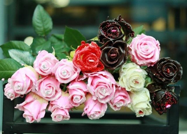 """Các loại hoa hồng phủ socola nhiều màu là sản phẩm """"hot"""" trong dịp này"""