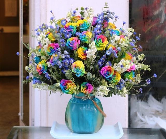 Một bình hoa Rainbow có giá 20 triệu đồng
