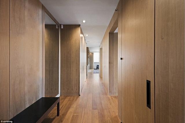Nội thất gỗ trong nhà rất sang trọng