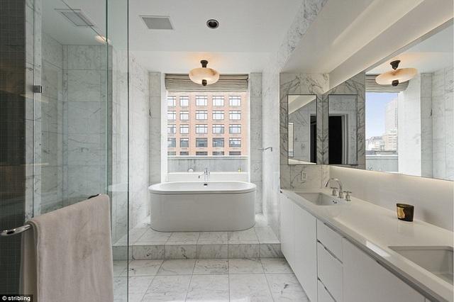 Nhà tắm ốp lát đá cẩm thạch