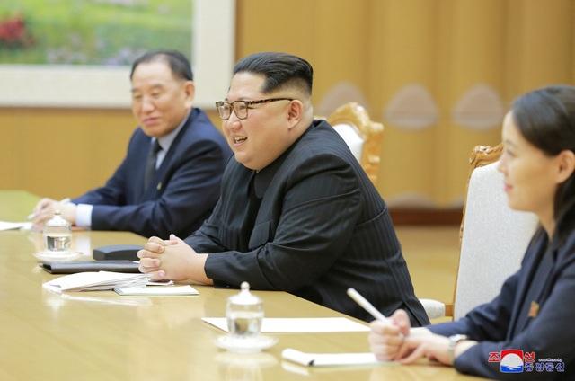 """Hãng thông tấn quốc gia Triều Tiên (KCNA) cho biết """"ông Kim Jong-un đã trao đổi nhiều quan điểm sâu sắc về các vấn đề nhằm làm giảm căng thẳng quân sự trên bán đảo Triều Tiên và khởi động các cuộc đối thoại, liên lạc, hợp tác và trao đổi giữa hai nước"""". (Ảnh: KCNA)"""