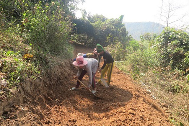 Những đoạn đường khó do đàn ông và thanh niên đảm nhiệm, còn phụ nữ tuổi đã cao thì được giao đào những đoạn đường dễ hơn…