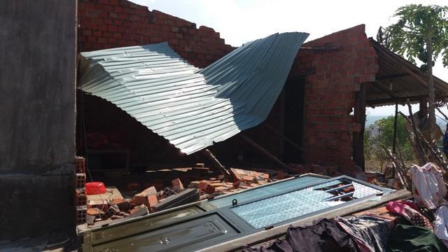 Một căn nhà bị sập hoàn toàn phần bếp