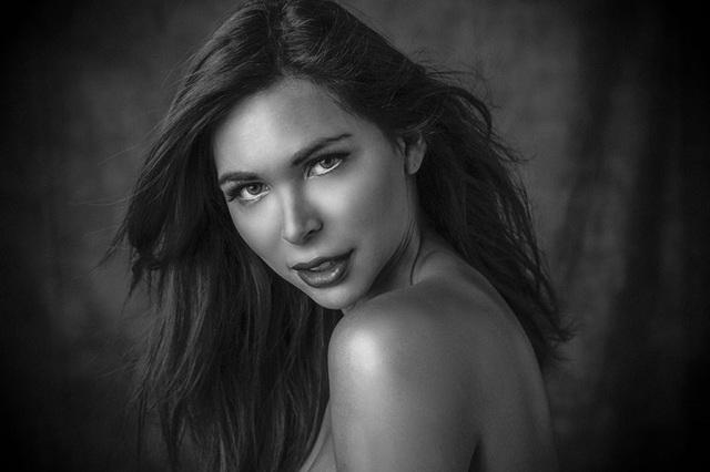 """Không quá ồn ào nhưng nhan sắc đến từ Argentina lại mang đến """"độ chín"""" của một """"nữ hoàng sắc đẹp"""" mà cô luôn muốn theo đuổi."""