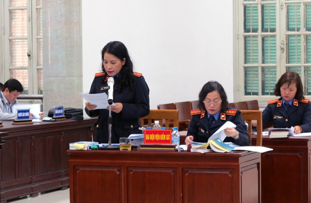 Đại diện Viện KSND luận tội các bị cáo.