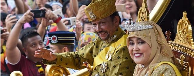 """Những khoản chi """"không tưởng"""" của vị vua giàu có bậc nhất thế giới - 4"""