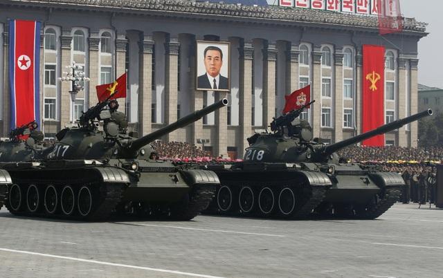 Xe tăng Triều Tiên diễu binh ở thủ đô Bình Nhưỡng (Ảnh: Reuters)