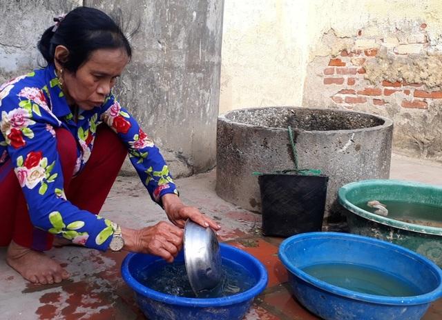 Bà Huệ chủ yếu chạy chợ kiếm sống.