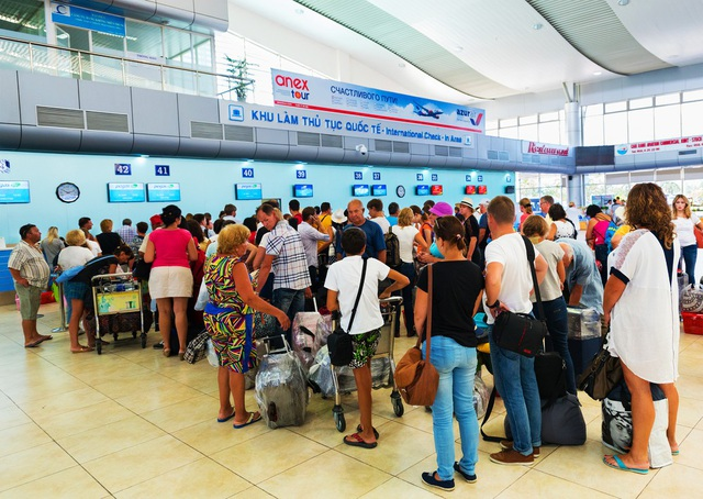 Khách quốc tế đến sân bay Cam Ranh