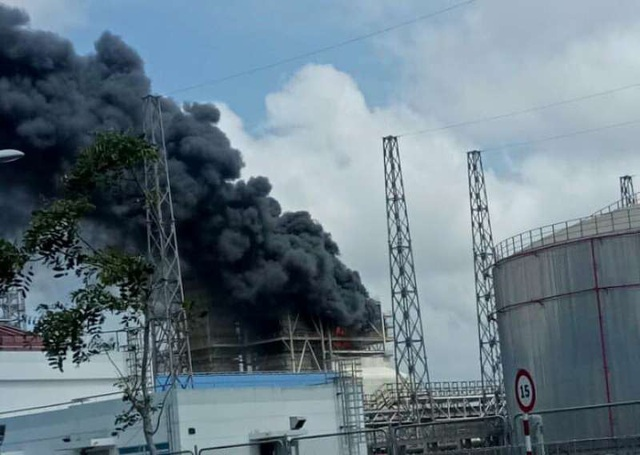 Ngọn lửa bùng cháy ở Nhà máy nhiệt điện Duyên Hải 3 mở rộng vào 10h30 hôm nay