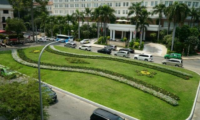 Không còn những âm thanh lộn xộn, hay những hình ảnh bát nháo ngay giữa trung tâm Sài Gòn, mà thay vào đó là tiếng vỗ cánh bình dị của những chú bồ câu tại khu vực công trường Lam Sơn (thuộc phường Bến Nghé, quận 1).