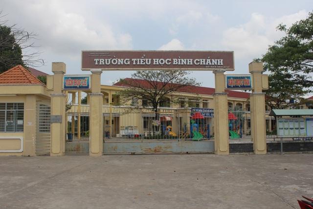 """Trường Tiểu học Bình Chánh (huyện Bến Lức, Long An), nơi xảy ra sự việc """"cô giáo quỳ gối xin lỗi phụ huynh""""."""