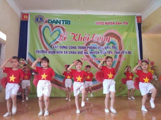 Các tiết mục văn nghệ đáng yêu do các em học sinh Trường mầm non Châu Quế Hạ biểu diễn