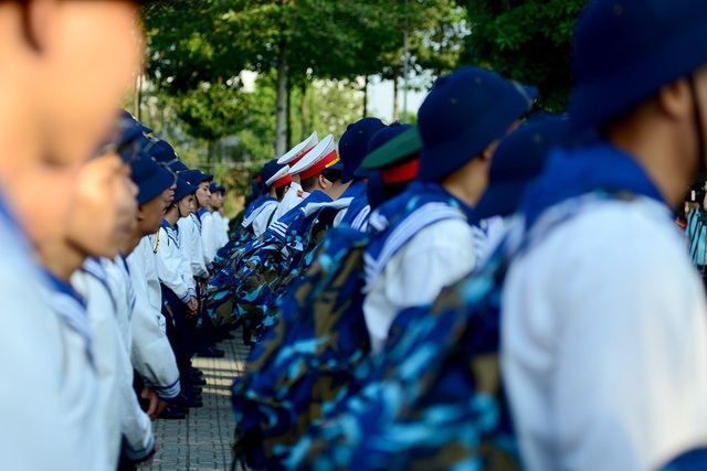 Sáng 7/3, 4.470 thanh niên các quận, huyện trên địa bàn TPHCM tham gia lễ giao nhận quân điểm của TPHCM tại Ban chỉ huy quân sự Quận 2.