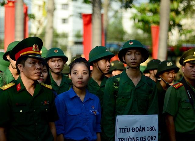 Năm nay, có 2 công dân nữ tham gia tòng quân. Chu Phương Thảo (24 tuổi, xã Tân Hiệp, huyện Hóc Môn) là một trong 2 nữ tân binh trong đợt tuyển quân năm nay tại TP.HCM. Cô vừa tốt nghiệp đại học chuyên ngành thanh tra tại Học viện Hành chính quốc gia và là thanh niên tình nguyện nhập ngũ. Sắp tới Thảo sẽ gia nhập đơn vị Trường quân sự Quân khu 7.