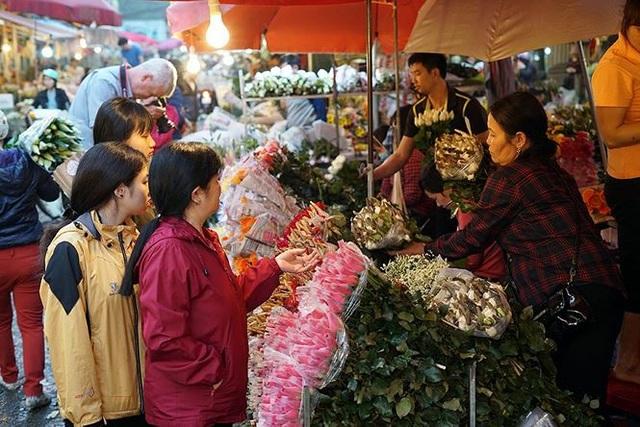 Chợ hoa đầu mối lớn nhất Hà Nội tấp nập trước ngày 8/3 - 11
