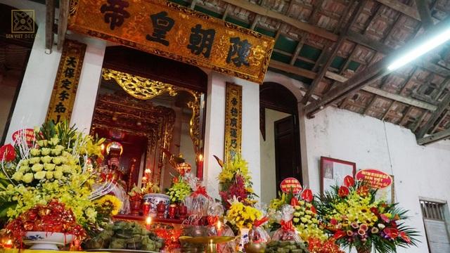 Không gian thờ cúng tại Đình Sen – Hành Cung
