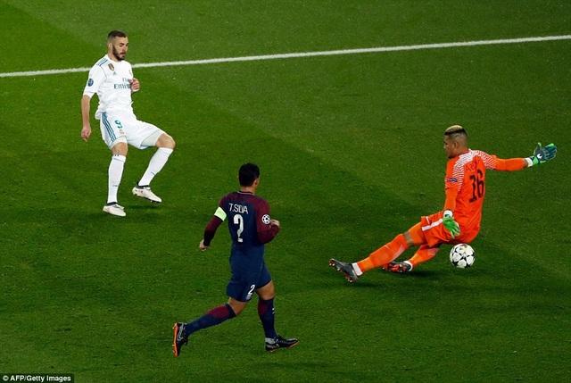 Benzema bỏ lỡ cơ hội, trong tình huống đối mặt thủ môn Areola