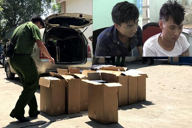 Chiếc ô tô chở thuốc lá lậu và 2 tài xế liên quan đến vụ việc bị tạm giữ.