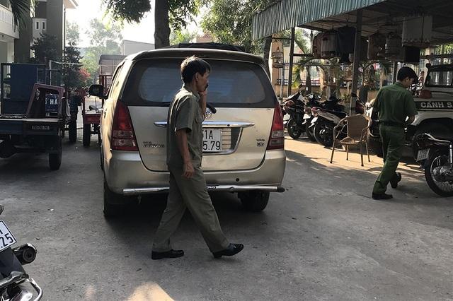 Truy đuổi xe chở thuốc lá lậu, nhóm CSGT bị tông nhập viện - 3