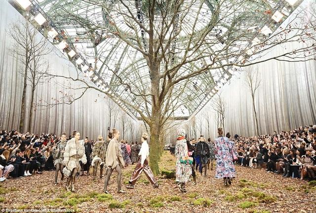 Chanel tái hiện quang cảnh một khu rừng tại Grand Palais, Paris