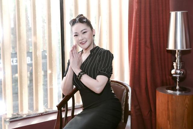 Như Quỳnh xinh đẹp dù phải tập luyện vất vả cho đêm livehsow diễn ra tối nay tại Nhà hát Hoà Bình.