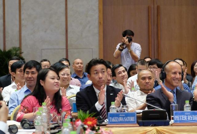 Hơn 500 đại biểu là doanh nhân, đại diện doanh nghiệp trong và ngoài nước đang làm ăn tại Đà Nẵng tham dự buổi tọa đàm