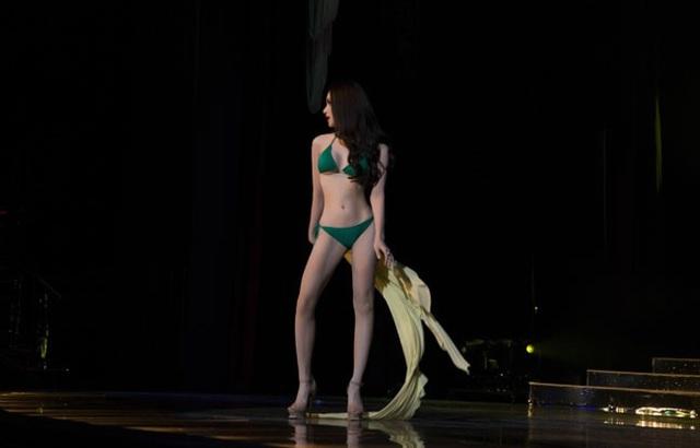 Hương Giang trình diễn điêu luyện trong phần thi bikini - 4
