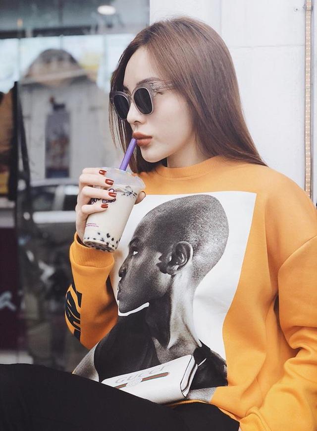 Ngoài nhan sắc, thần thái của Kỳ Duyên cũng ngày càng sang chảnh hơn. Hoa hậu Việt Nam 2014 tự tin thể hiện bản thân của mình sau khoảng thời gian đầu khá rụt rè.