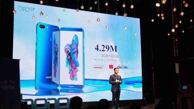 Thương hiệu đến từ Trung Quốc này cho biết bộ đôi sản phẩm hướng đến đối tượng người dùng trẻ tuổi với thiết kế đẹp và giá cả phải chăng. Việt Nam là một quốc gia đầy triển vọng của hãng này khi ở đây dân số khá trẻ, là đối tượng chính mà hãng hướng đến.