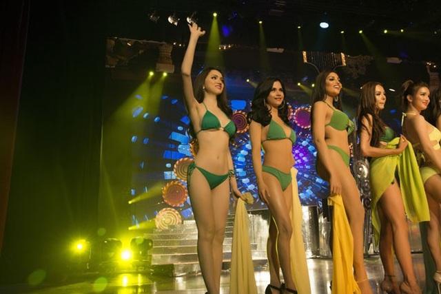 Hương Giang trình diễn điêu luyện trong phần thi bikini - 7