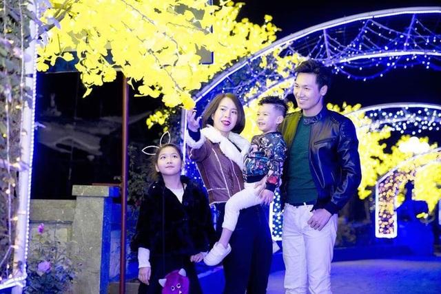 Gia đình hạnh phúc của Mạnh Trường khiến ai cũng phải ghen tị