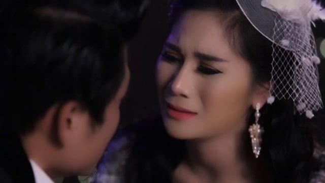 Hình ảnh Thu Trang và bạn diễn trong MV.