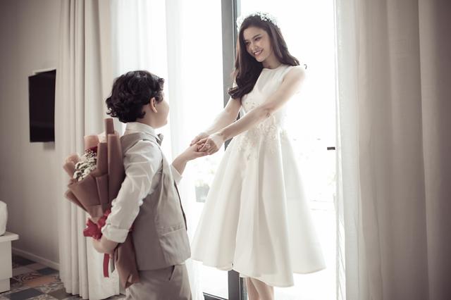 Bộ ảnh được Trương Quỳnh Anh thực hiện ngọt ngào và lãng mạn
