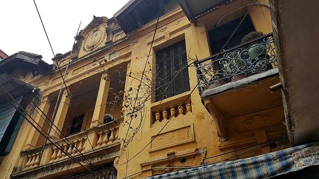 Căn biệt thự mang đặc trưng văn hóa kiến trúc thời Pháp thuộc nhưng vẫn có nhiều chi tiết được thiết kế để phù hợp với văn hóa người Việt Nam.
