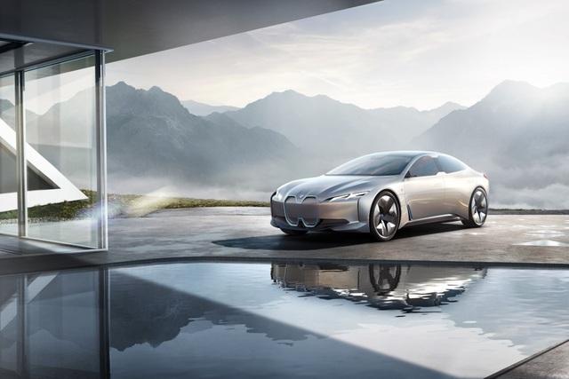 BMW i4 sẽ sớm có mặt trên thị trường - 1