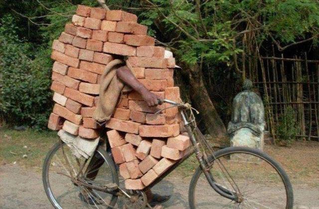 Khi bạn muốn xây một ngôi nhà nhưng lại ngại khoản chi phí vận chuyển vật liệu xây dựng.