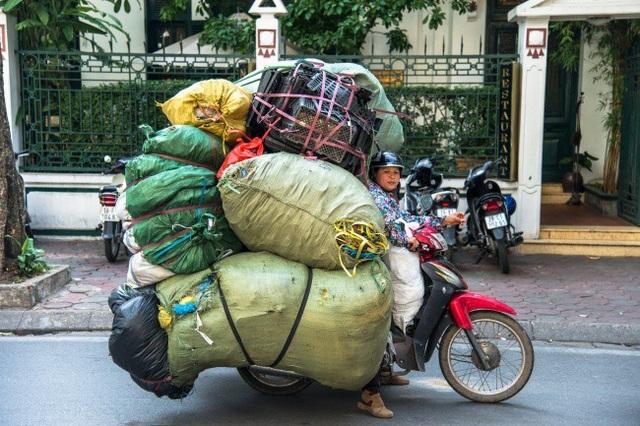 """Ngay cả ở Việt Nam cũng có không ít """"Người vận chuyển"""" được báo nước ngoài để ý đến."""
