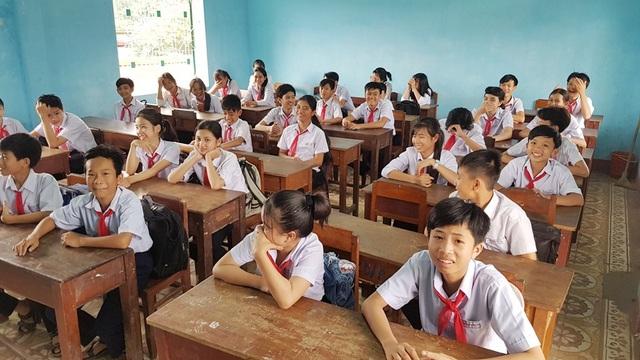 Những nụ cười của học sinh cấp 2 tỉnh Thừa Thiên Huế ở buổi học đầu năm mới.