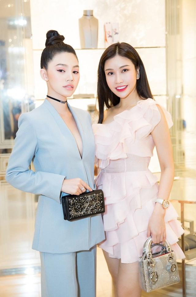 và Hoa hậu Lam Cúc.