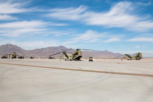 Ngay từ khi bắt đầu được biên chế vào Lục quân Mỹ từ đầu thập niên 1960, Boeing CH-47 Chinook đã được xem là máy bay vận tải chuyển quân, vũ khí và hậu cần chủ lực của quân đội Mỹ.